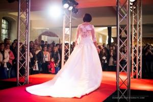Brautkleid bei einer Modenschau bei der Hochzeitsmesse auf Schloss Oelber in Baddeckenstedt