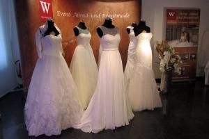 Stand mit Brautmode auf der Hochzeitsmesse Ja, ich will! im Schloss Landestrost in Neustadt