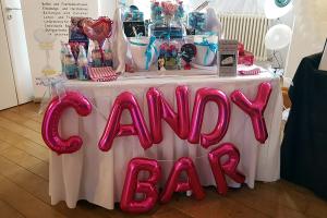Stand mit einer Candybar bei der Hochzeitsmesse Ja, ich will! im Schloss Landestrost in Neustadt