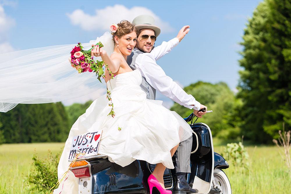 Foto Brautpaar auf Pferd - Termine für unsere Hochzeitsmessen