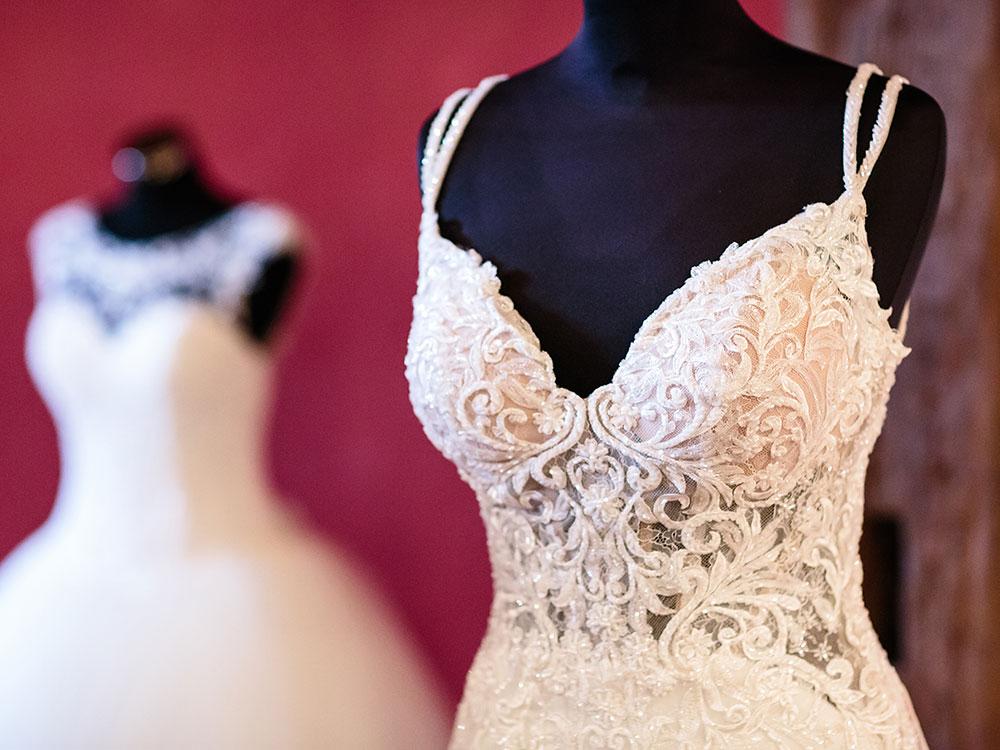 Foto Brautkleid mit Spitze - Hochzeitsmesse auf Schloss Oelber