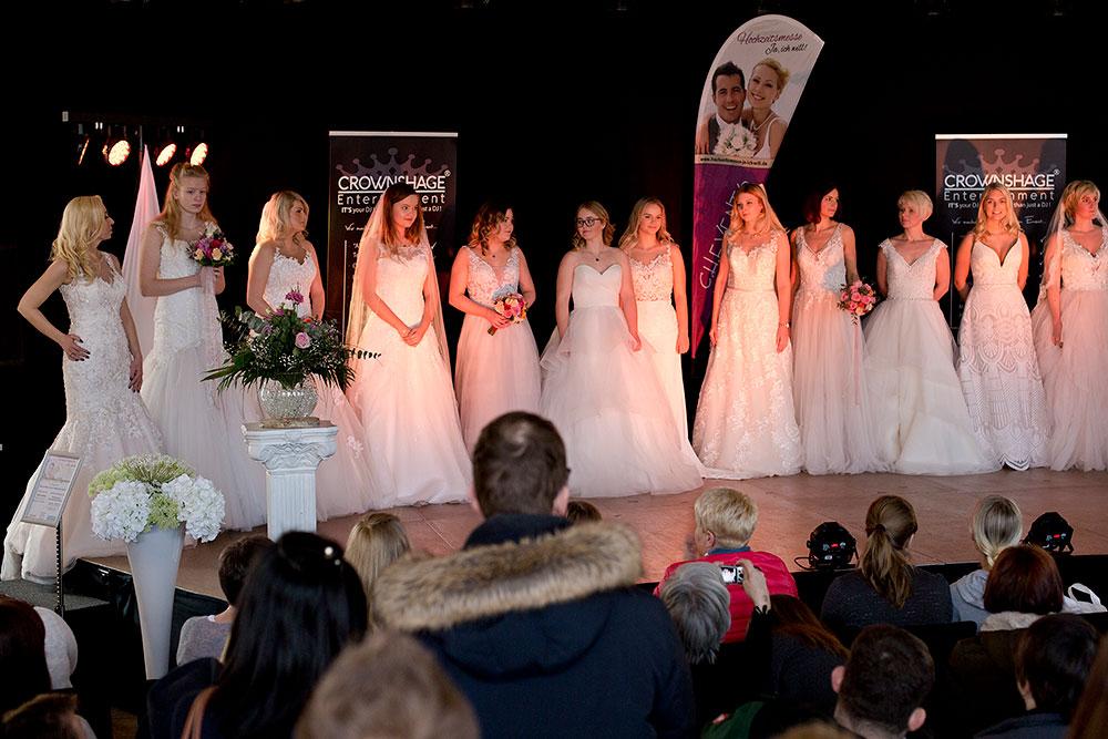 Foto Brautmodenschau bei Hochzeitsmesse auf Schloss Landestrost in Neustadt