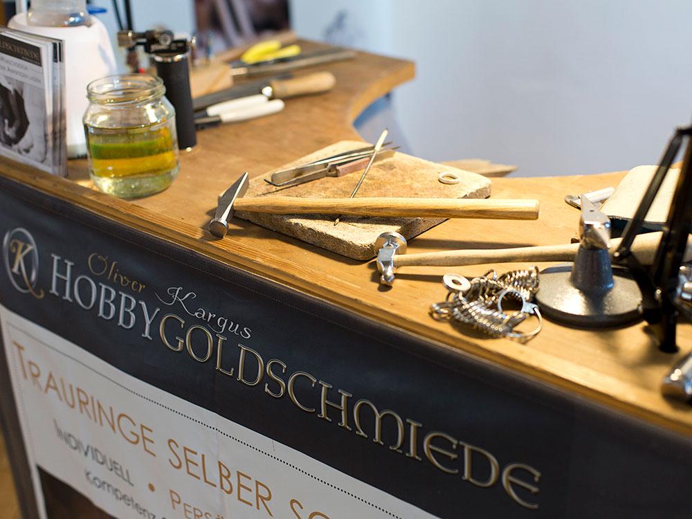 Foto Goldschmiede ausgestellt auf Hochzeitsmesse auf Schloss Landestrost in Neustadt