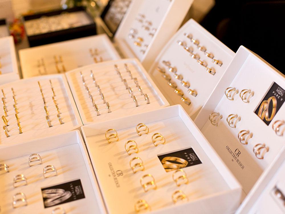 Foto Eheringe ausgestellt bei Hochzeitsmesse auf Schloss Landestrost in Neustadt